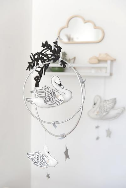Baby_Jives_Co_Swan_Lake_Luxe_Mobile_in_White_and_Silver_Detail_1_grande